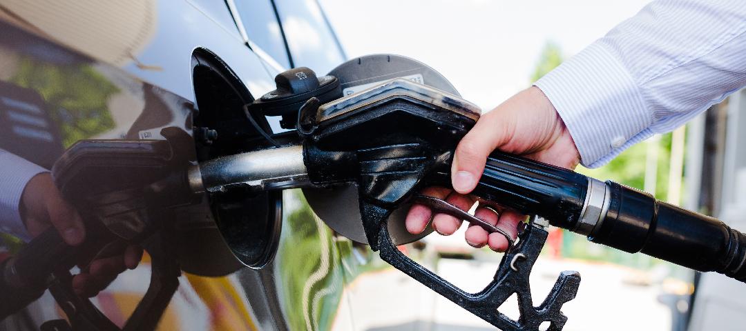 La suba del dólar presiona a las naftas y pone a prueba la baja de la inflación.